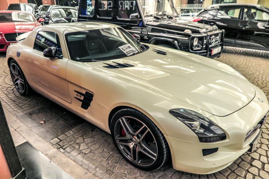 Extreme cars in Dubai